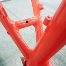 aluminium | mountainbike fram | stralen + primer + poedercoaten | RAL 2004 oranje | #180169