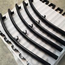 poedercoating aluminium beugels hekwerk | RAL 7021 zwartgrijs